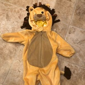 Snuggly Lion Costume-Like New. Size 6 mos